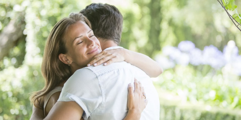"Hugs Can Release Your ""Love"" Hormone"